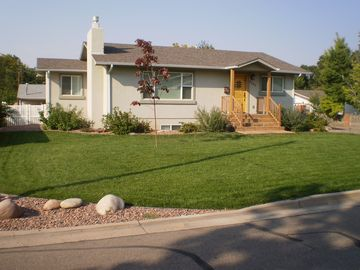 Business or Leisure Stays--Gorgeous 5 Star Home ---Recently Updated!!