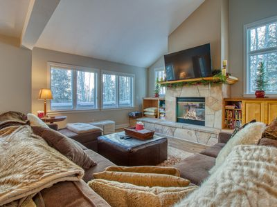 Photo for Enchanting mountain home in quiet East Vail neighborhood.