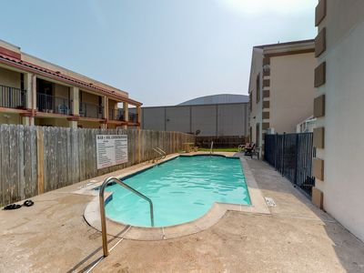 Photo for Quiet ground floor dog-friendly unit w/ W/D, shared pool, WiFi