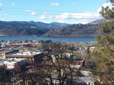 1 Block from Hood River