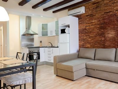 Photo for Modern yet traditional two bedroom apartment for up to four people, located in the Gothic Placa Reia
