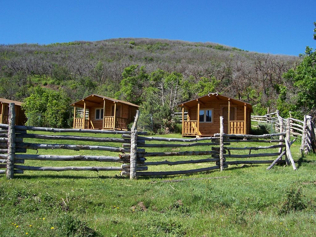 Rustic cabin in majestic mountain setting homeaway for Cabins for rent near glenwood springs