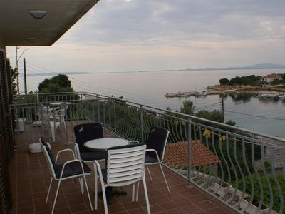 Photo for Two bedroom apartment with terrace and sea view Jakišnica, Pag (A-4100-c)
