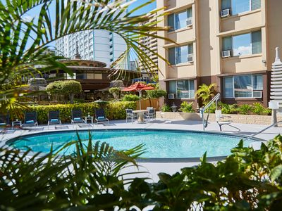 Homey Studio w/ Free WiFi & Shuttle to Ala Moana Shopping, Beach & Dining