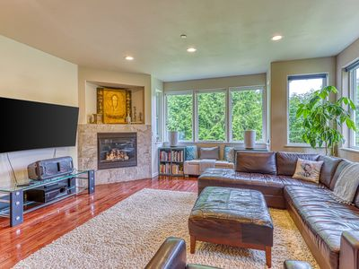 Photo for Terrific home w/ a gas fireplace, balcony, & full kitchen - walk to the beach!