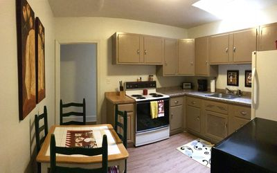 Superior Street Rentals, Downtown Munising, Walk to Boat Tours and Restaurants!