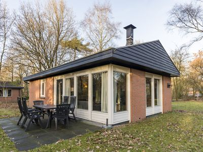 Photo for 6-person bungalow in the holiday park Landal Heihaas - in the woods/woodland setting