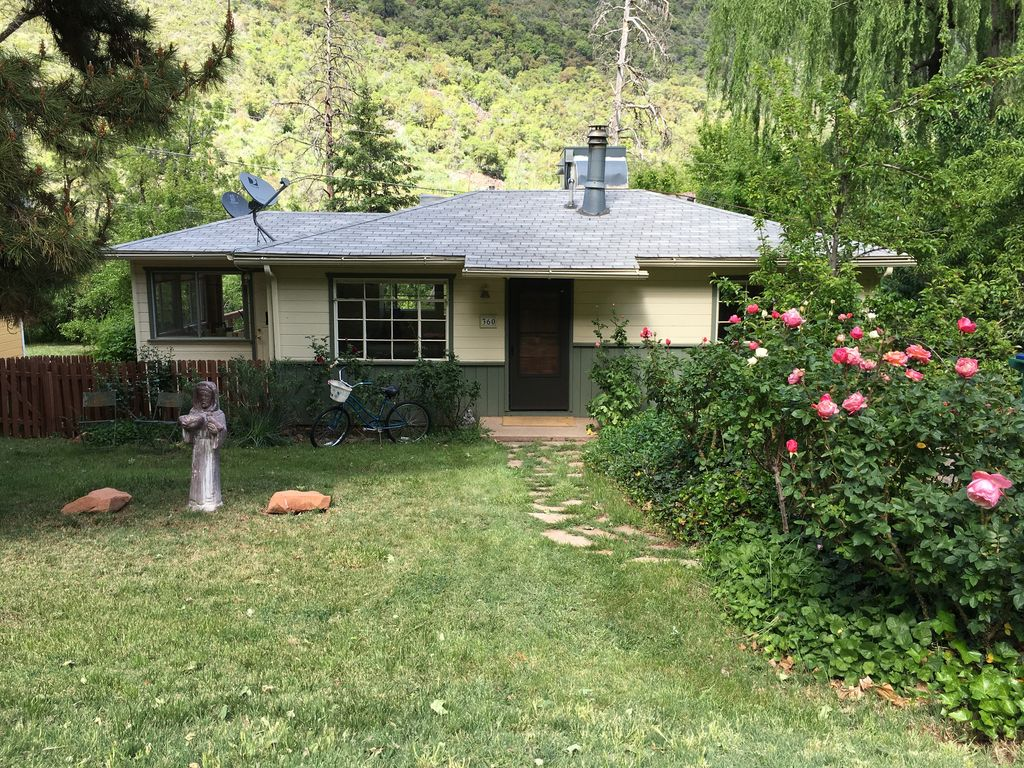 Oak creek canyon cottage cozy and scenic vrbo for 3 bedroom houses for rent in oak creek wi