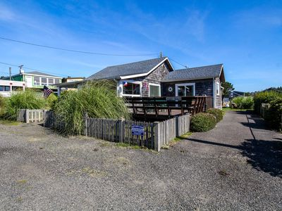 Photo for Gorgeous, dog-friendly cottage with large deck - just one block from the beach!