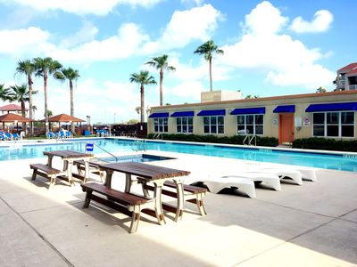 LARGE POOL, 2 HOT TUBS, PICNIC AREAS