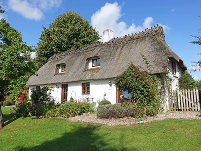 Photo for Charming, thatched cottage with organic fire tiled stove for 5 people