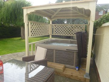 Luxury Suite for 2 with exclusive Hot Tub, robes own garden & bikes-North Wales