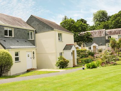 Photo for BREEZE COTTAGE, pet friendly, with pool in Falmouth, Ref 962659