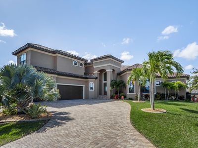 Photo for Villa Wide Open - Luxury Villa With Waterview, heated Pool and Spa, oversize lot