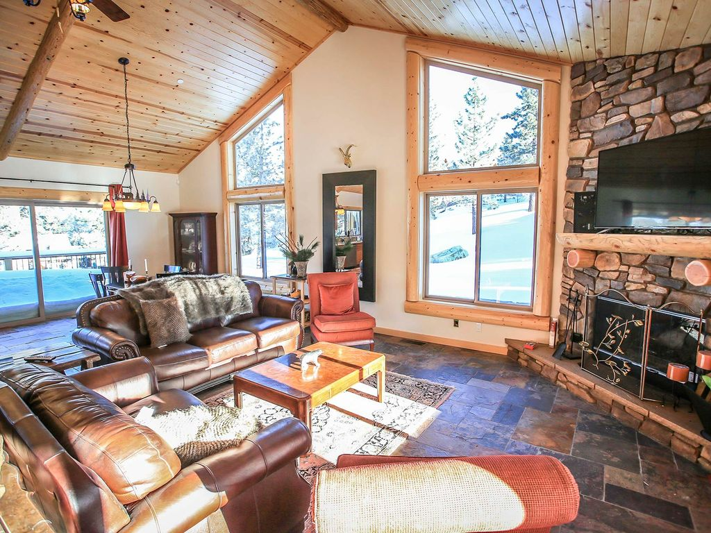 luxury on eagle ridge 3 bd log cabin retreat steam shower jetted property image 3 luxury on eagle ridge 3 bd log cabin retreat
