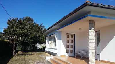 Photo for Spacious house with large garden, 10 min walk to the beach