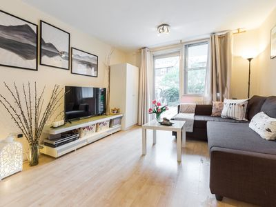 Photo for Brilliant Barbican 2Bed with Beautiful Green Oasis