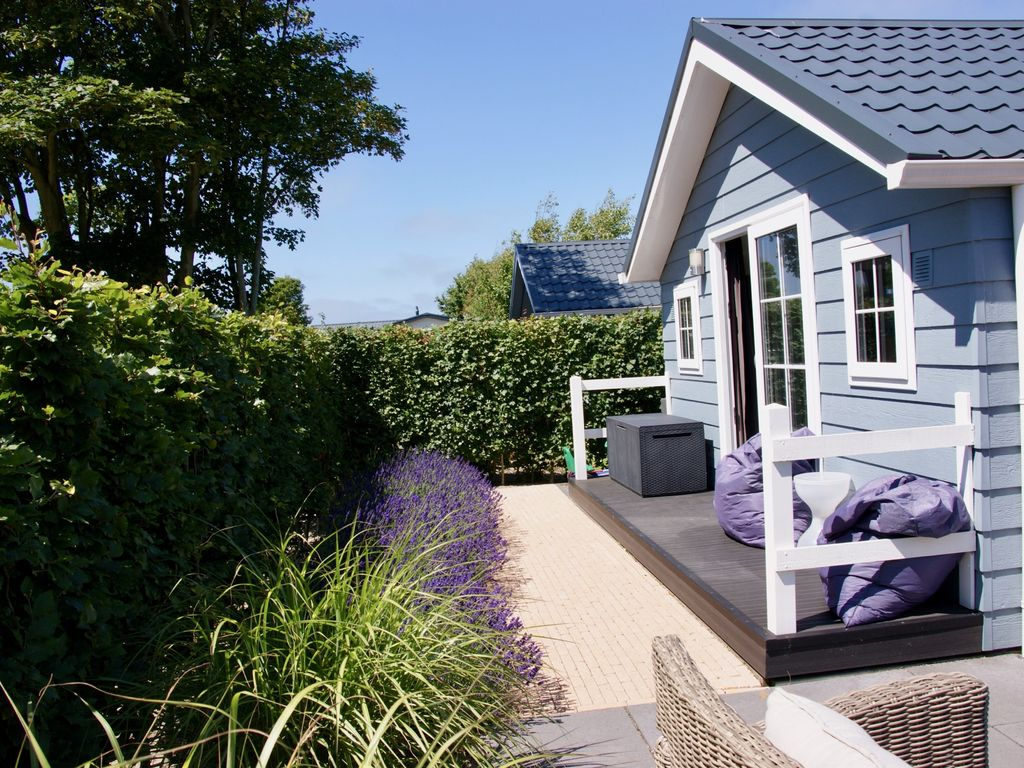Modern chalet in renesse op camping julianahoeve op 300 - Campsites in holland with swimming pool ...