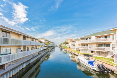 Location - You'll find boat slips available to rent nearby.