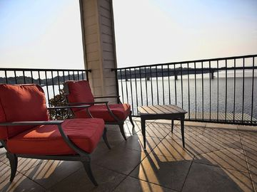 PURE LAKE PARADISE : 6 steps to the lake, premier main channel location