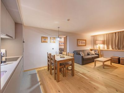 Photo for One bedroom Apartment, sleeps 6 with FREE WiFi and Walk to Shops