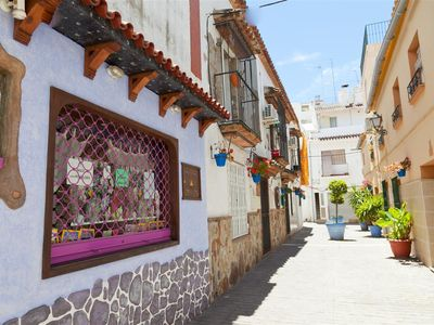 Spanish style studio with WIFI and Air con, Estepona town centre - Three mins walk to beach