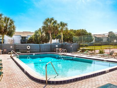 Photo for Renovated Townhome - 2 blocks from Beach