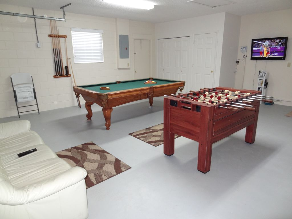 Game Room: 37inch LCD TV, Wii System With 18 Games, Pool Table,