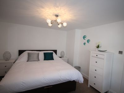 Photo for Harpenden House Apartment 2 Luxury 2 Bed Central Location