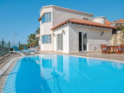 Photo for 5 bedroom Villa, sleeps 10 in Chayofa with Pool, Air Con and WiFi