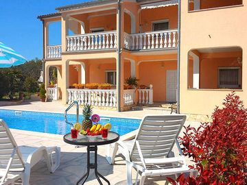 Search 5,307 holiday rentals