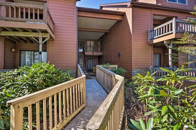 This vacation rental condo is located at Toxaway Views & has a community pool!