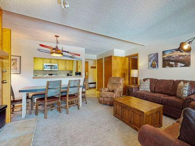 Photo for Spacious Center Village suite w/ private sunroom & shared hot tub - walk to lift