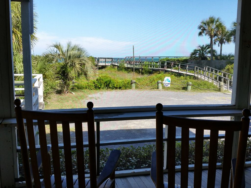 Pawleys Front Porch Dog Friendly