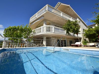 Photo for Lovely apartment for 8 people with private pool, WIFI, A/C, TV, pets allowed and parking