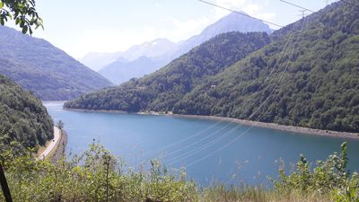 Photo for Chalet 6 people with lake view in Vaujany