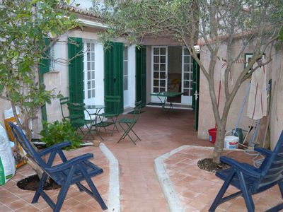 Photo for Holiday home with a private garden: sleeps 4 in 2 bedrooms