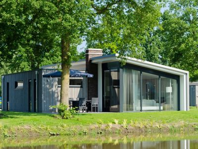 Photo for Luxury 4-person bungalow in the holiday park Landal Amerongse Berg - in the woods/woodland setting