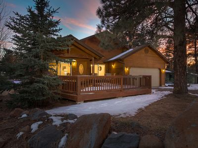 The Cabin is Calling... Wooded Retreat! Sleeps 8 (3 Beds, 2.5 Baths)