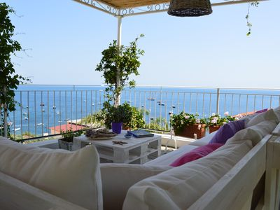 Photo for Small villa a stone's throw from the sea with breathtaking views