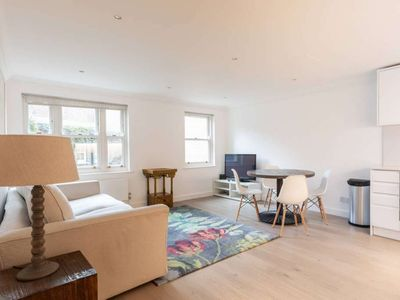 Photo for Cosy, recently refurbished 2 bedroom apartment in Earls Court, Central London