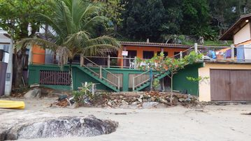 Chalets standing on the sand at Paradisiac Beach in Ubatuba - SP - 1 suite