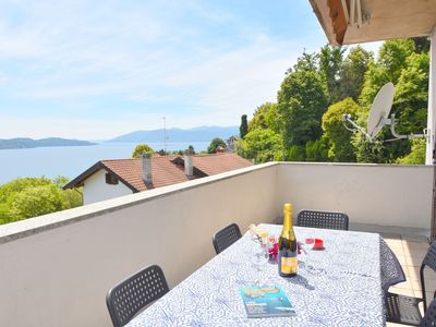 Photo for Bright, excellent location between lake and mountain, panoramic