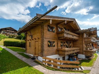 Photo for Ski-in, ski-out chalet with magnificent views of the Wilder Kaiser mountain