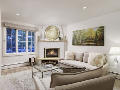 Photo for Deluxe private townhome minutes walk to Aspen Mountain skiing and downtown!