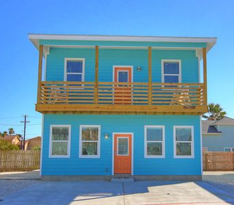 Photo for Fabulous home! Walk to the beach! Palapa! Community Pool! In town!