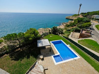Photo for 6 bedroom Villa, sleeps 12 with Pool, WiFi and Walk to Beach & Shops