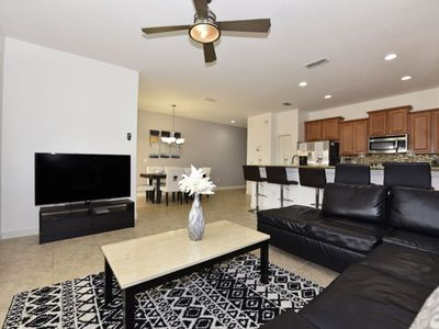 Photo for WELL-APPOINTED 4-BED TOWNHOME w/Splash Pool, Resort Amenities, Water Park, Just 5 miles from Disney