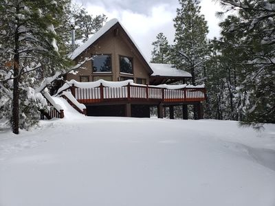 Enjoy Naughty Pines Lodge! 2 Masters, Loft & Large Deck!