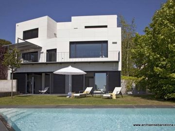 Enjoy Barcelona in a 3 storey villa with pool in Cabrils
